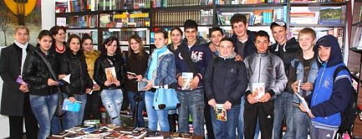 Adolescenţii şi cartea